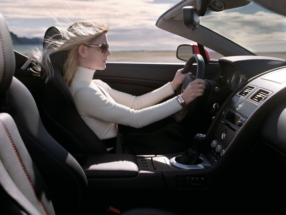 Woman_driving_fashion_car