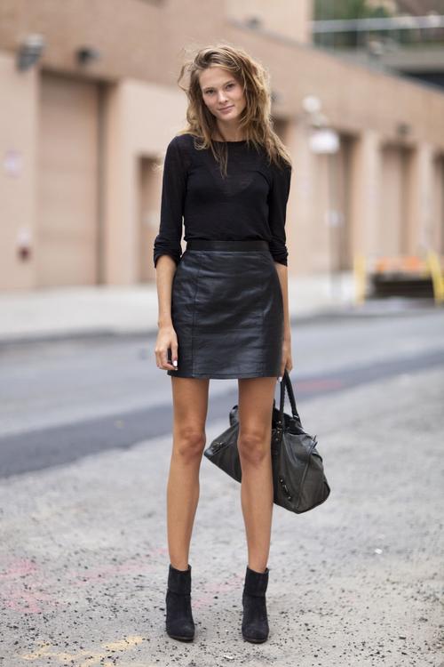 black_leather_mini_skirt_model_streetstyle
