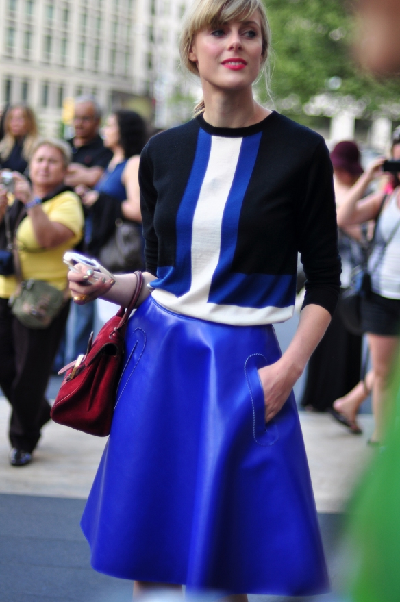 Blue_leather_skirt_street_style