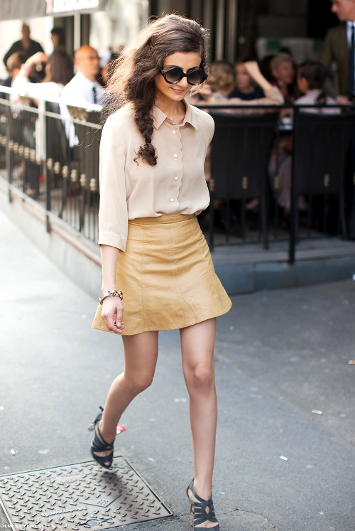 Camel_leather_mini_skirt_street_style