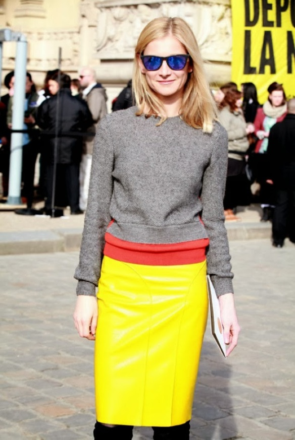 Yellow_color_leather_skirt_street_style
