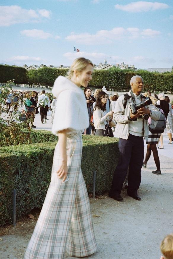 White_lady_Paris_Fashion_Week