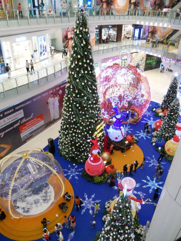 Коледна украса в търговски център