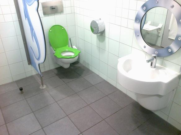 Детска тоалетна на магистрала в Германия