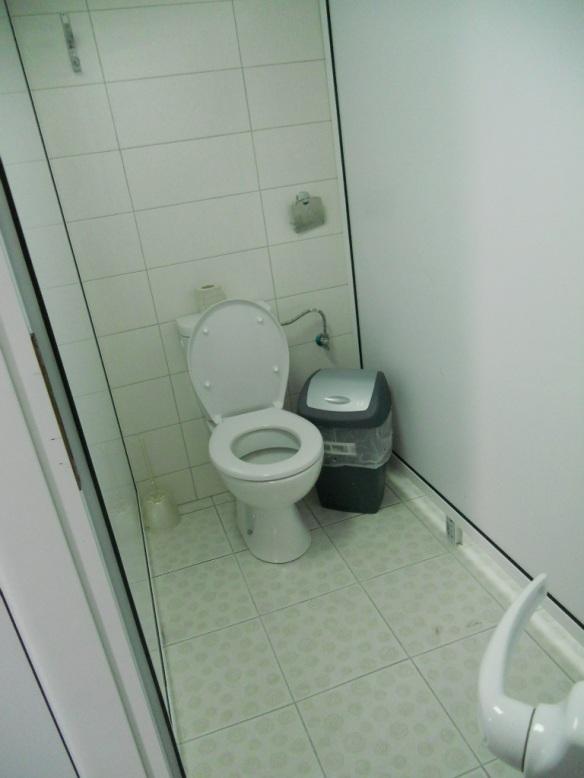 Платена тоалетна на магистрала в България